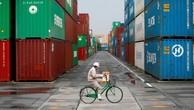 Những container hàng hóa tại một bến cảng ở Tokyo, Nhật Bản - Ảnh: Reuters.