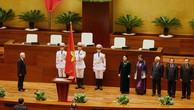 Chủ tịch nước Nguyễn Phú Trọng thực hiện nghi thức tuyên thệ nhậm chức. Ảnh: Lê Tiên