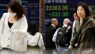 Bảng điện tử bên ngoài một công ty chứng khoán tại Nhật Bản. Ảnh:Reuters