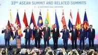 Thủ tướng Nguyễn Xuân Phúc và các trưởng đoàn chụp ảnh chung tại Lễ khai mạc Hội nghị Cấp cao ASEAN 33. Ảnh: Thống Nhất