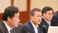 Tổng thống Hàn Quốc Moon Jae-in, ở giữa. (Ảnh: Yonhap/TTXVN)