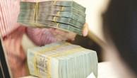 Trên thị trường chứng khoán, xu hướng dòng tiền rời bỏ những doanh nghiệp có dư nợ vay cao đang ngày càng nới rộng - Ảnh: Nguyễn Nam.