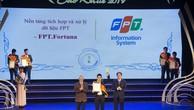 Đại diện FPT nhận giải thưởng Sao Khuê 2019