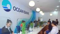 Khách hàng giao dịch tại một chi nhánh của OceanBank.