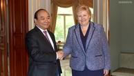 Thủ tướng Nguyễn Xuân Phúc và Thủ tướng Vương quốc Na Uy, bà Erna Solberg. Ảnh: VGP