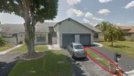 Ngỡ tưởng mua được ngôi nhà với giá hời 20 lần, hóa ra mua nhầm dải cỏ giữa hai căn nhà