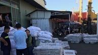 Lô hàng thiết bị nhà bếp nhập khẩu từ Trung Quốc, không nhãn mác. Ảnh: T.H