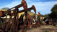 Giá dầu tăng vọt sau dự đoán sản lượng dầu phiến giảm
