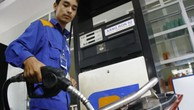 Giữ nguyên giá xăng, giá dầu tăng 500 đồng/lít