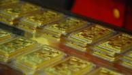 Giao dịch vàng miếng tại một doanh nghiệp trong nước.