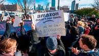 Người dân New York biểu tình phản đối việc chính quyền bang trợ cấp hàng tỷ USD cho Amazon để mở trụ sở tại đây - Ảnh: Getty Images.
