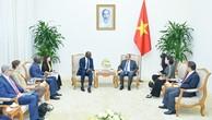Thủ tướng Nguyễn Xuân Phúc tiếp ông Makhtar Diop, Phó Chủ tịch Ngân hàng Thế giới phụ trách về cơ sở hạ tầng. Ảnh: Hiếu Nguyễn