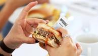 Sản phẩm bánh kẹp thịt thực vật của Impossible Foods - Ảnh: Reuters.