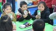 Chương trình Sữa học đường tại Hà Nội: Nhiều phụ huynh muốn xin thêm suất