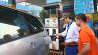 Giá xăng dầu đã có 2 đợt tăng trong tháng 4 với mức tăng gần 2.700 đồng/lít xăng RON 95, 2.480 đồng/lít xăng E5 RON 92. Ảnh: Lê Tiên
