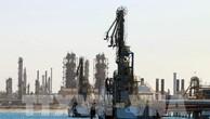 Giá dầu thế giới tăng do nguồn cung thắt chặt. Ảnh: TTXVN phát