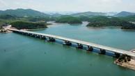 Công ty CP Cầu 12 và Công ty CP Xây dựng Cầu 75 từng liên danh thực hiện Gói thầu Thi công xây dựng cầu Cẩm Hải (Quảng Ninh). Ảnh: Đỗ Phương