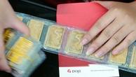 Giá vàng miếng trong nước hiện cao hơn thế giới khoảng 600.000 đồng mỗi lượng.