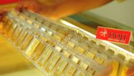 Giá vàng miếng giảm cả trăm nghìn đồng mỗi lượng