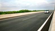 11 dự án thành phần trên tuyến cao tốc Bắc - Nam phía Đông có tổng chiều dài 654 km, đi qua 13 tỉnh, thành. Ảnh: Lê Tiên