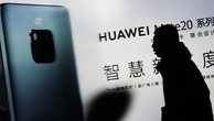 Lệnh cấm của Mỹ đang gây ra thách thức lớn đối với Huawei - Ảnh: Nikkei.