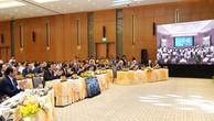 Thủ tướng Nguyễn Xuân Phúc chủ trì phiên họp Chính phủ đầu tiên qua hệ thống e-Cabinet. Ảnh: Hiếu Nguyễn