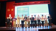 Các diễn giả nhận kỷ niệm chương của Ban tổ chức tại Hội thảo quốc tế thường niên về kinh tế lượng năm 2019