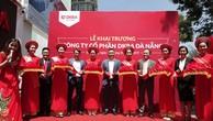 Ban lãnh đạo DKRA Vietnam và DKRA Đà Nẵng thực hiện nghi thức cắt băng khánh thành tại buổi lễ khai trương Công ty CP DKRA Đà Nẵng