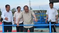 Thủ tướng khảo sát mô hình sản xuất tôm tại Sóc Trăng