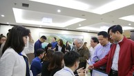 Cổ đông làm thủ tục tham dự Đại hội