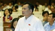 Đại biểu Quốc hội tỉnh Thanh Hoá Bùi Sỹ Lợi phát biểu tại phiên toàn thể thảo luận ở hội trường về dự án Luật sửa đổi, bổ sung một số điều của Bộ luật hình sự số 100/2015/QH13 sáng 24/5/2017. Ảnh: TTXVN