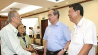 Bí thư Thành ủy Tp. Hồ Chí Minh Nguyễn Thiện Nhân gặp gỡ đại biểu trí thức Tp. Hồ Chí Minh. Ảnh: TTXVN