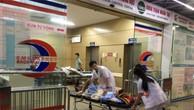 Các bệnh nhân được chuyển tới BV Bạch Mai. Ảnh: Lao động