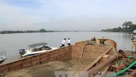 Công an Quảng Nam giữ 10 tàu khai thác cát, sỏi trái phép