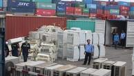 Phát hiện 8 container hàng cấm 'đội lốt' rổ nhựa