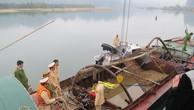 Bắt hai tàu khai thác cát trái phép