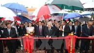 Lễ cắt băng khánh thành Đài Hữu nghị Việt Nam-Campuchia. Ảnh: TTXVN