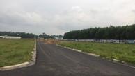 Theo anh T., chị H., khu đất trống này (thuộc xã An Phước, huyện Long thành) được Công ty Vạn An Phát giới thiệu là dự án Thành An Residence để bán cho họ.