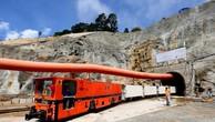 Thi công hạng mục hầm dẫn nước dự án Mở rộng nhà máy thuỷ điện Đa Nhim do Công ty CP Thuỷ điện Đa Nhim-Hàm Thuận-Đa Mi làm chủ đầu tư. Ảnh: TTXVN