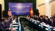 Phó Thủ tướng Phạm Bình Minh và Bộ trưởng Ngoại giao Malaysia Anifah Aman đồng chủ trì kỳ họp lần thứ năm Ủy ban Hợp tác kinh tế, khoa học, kỹ thuật Việt Nam-Malaysia. Ảnh: VGP