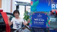 Chị Lê Lan Phương may mắn sở hữu xe Lexus ES250 sang trọng và đẳng cấp