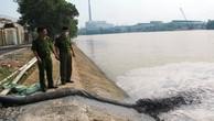 Nước xả thải trộm ra môi trường từ một nhà máy (Ảnh minh họa).