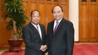 Thủ tướng Nguyễn Xuân Phúc tiếp Bộ trưởng Bộ An ninh Lào Somkeo Silavong. Ảnh: VGP