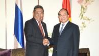 Thủ tướng Nguyễn Xuân Phúc và Chủ tịch Hội Hữu nghị Thái Lan-Việt Nam Prachuap Chaiyasan - Ảnh: VGP