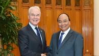 Thủ tướng Nguyễn Xuân Phúc tiếp Bộ trưởng Y tế và Phúc lợi con người Hoa Kỳ T. Prai. Ảnh: VGP