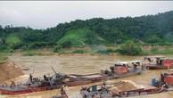 3 tàu hút cát trái phép trên sông Hội An, Quảng Nam. Ảnh minh họa: TTXVN