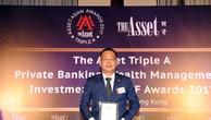 Đại diện SeABank nhận giải thưởng của Tạp chí The Asset.