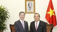 Phó Thủ tướng Trương Hòa Bình tiếp Chủ tịch Nhóm Nghị sĩ hữu nghị Hàn Quốc - Việt Nam Kim Hack-Yong. Ảnh: VGP