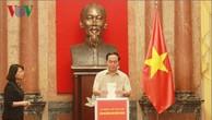 Chủ tịch nước Trần Đại Quang quyên góp ủng hộ đồng bào miền Trung