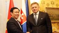 Phó Thủ tướng Vương Đình Huệ hội kiến Thủ tướng Slovakia Robert Fico. Ảnh: VGP